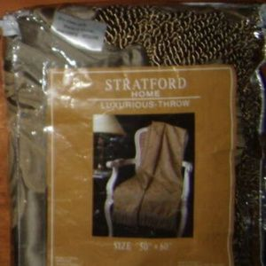 Other - Vintage stratford home lined luxurous throw